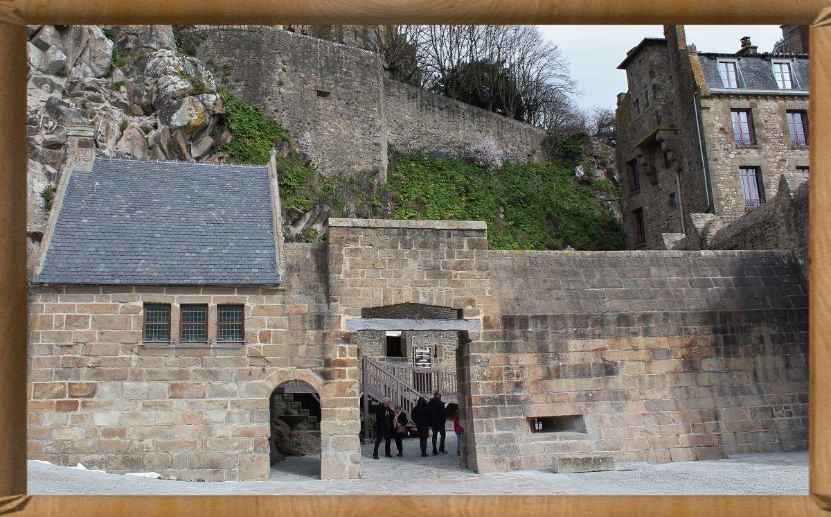 La porte d 39 entr e du mont st michel for Porte unie st michel