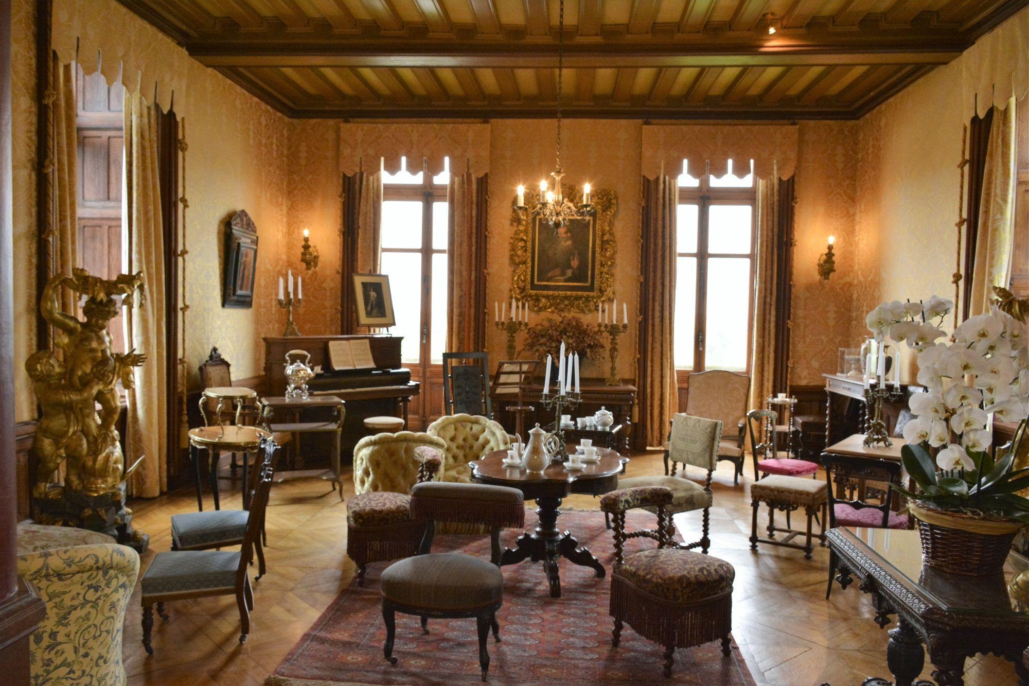 6 4 chateau de chaumont sur loire. Black Bedroom Furniture Sets. Home Design Ideas